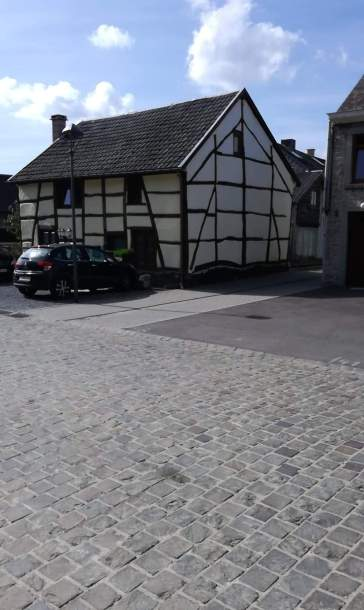 Il reste encore beaucoup de vieilles maisons à colombages