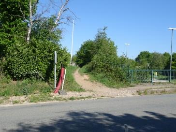 Sentier à gauche avant pont