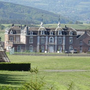 Un des 2 châteaux de Fays.
